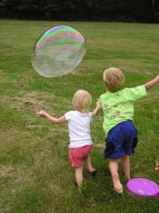 kids-chase-a-bubble-at-a-family-picnic-397582-m